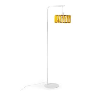 Stojacia lampa s bielou konštrukciou a malým žltým tienidlom EMKO Macaron