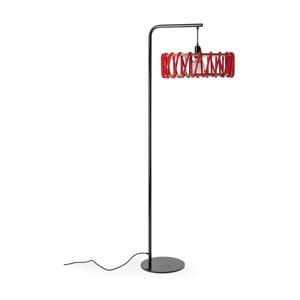 Stojacia lampa s čiernou konštrukciou a veľkým červeným tienidlom EMKO Macaron