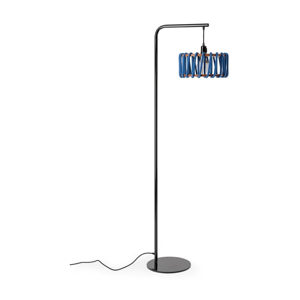 Stojacia lampa s čiernou konštrukciou a malým modrým tienidlom EMKO Macaron