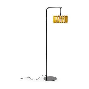Stojacia lampa s čiernou konštrukciou a malým žltým tienidlom EMKO Macaron