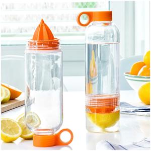 Multifunkčná cestovná fľaša s odšťavovačom citrusov InnovaGoods Sensation, 550 ml