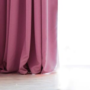 Ružový záves DecoKing Pierre, 140 × 270 cm
