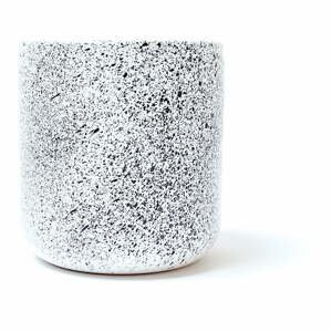 Bielo-čierna kameninová šálka ÅOOMI Mess, 400 ml