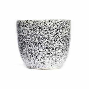 Bielo-čierna kameninová šálka ÅOOMI Mess, 200 ml