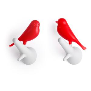 Sada dvoch kusov bielo-červených nástenných vešiakov Qualy&CO Sparrow
