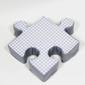Sivý vankúšik Puzzle Grid