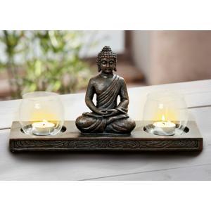 Sada dvoch svietnikov sa sediacim Budhom