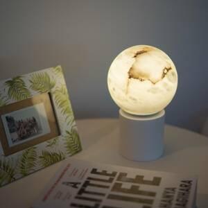 ALMA LIGHT BARCELONA Stolná LED lampa Tribeca, USB port, 24cm, biela