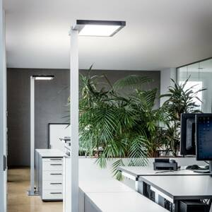 Luctra Luctra Vitawork stojaca LED lampa 7000lm PIR