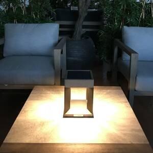 LES JARDINS Solárna stolná LED Teckalu, čierna/svetlé drevo