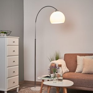 Lindby Oblúková lampa Sveri mramor biele tienidlo